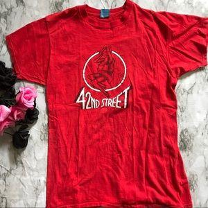 ▪️v i n t a g e || red 42nd street graphic tee▪️